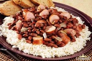 خوراک لوبیا و سوسیس